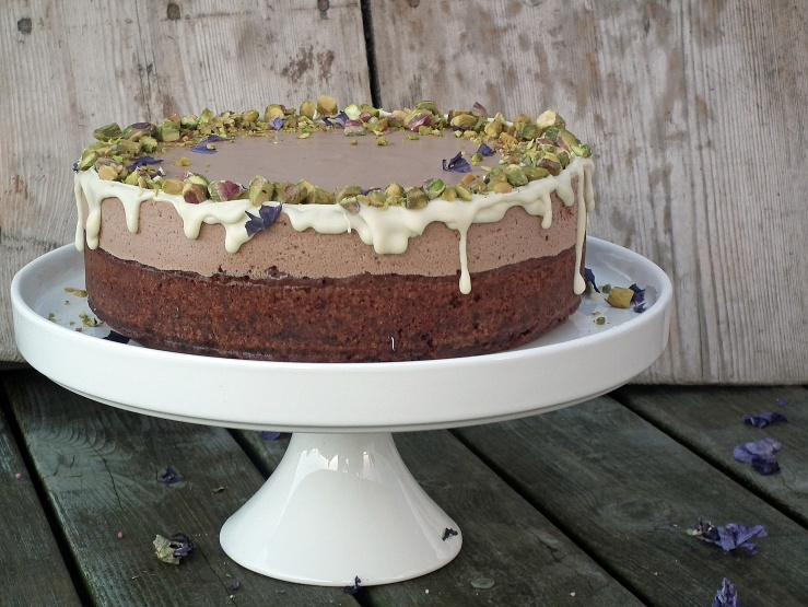 sjokolademoussekake_sjokoaldemousse_brownie_sjokoladekake_mousse_pistasjnøtter_kake_dessert_oppskrift_bakemagi_7